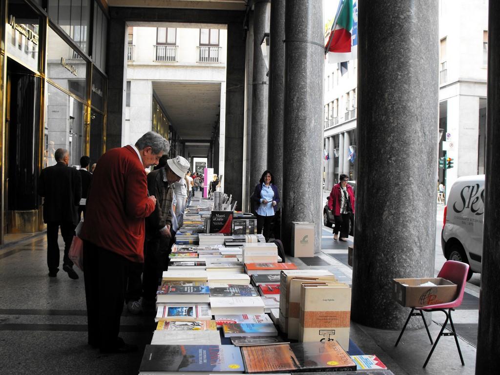 portici di carta via roma torino (Copia)